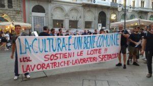 proteste lavoratori spettacolo Piccolo Teatro Milano