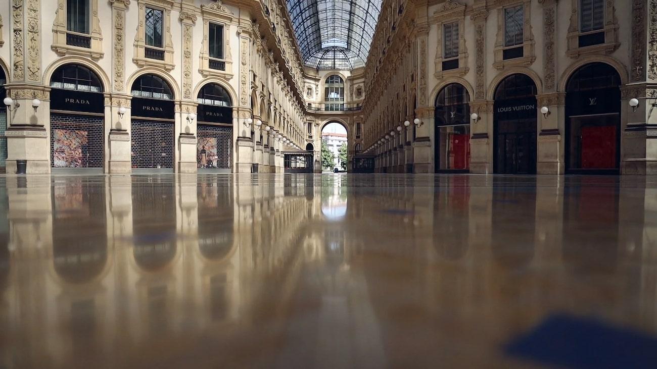 La prima onda. galleria vittorio emanuele milano